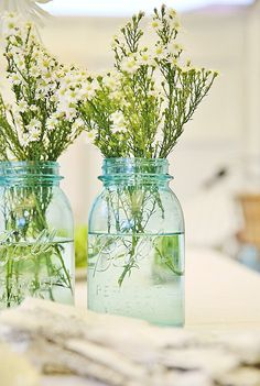 Beach Cottage does tablescapes | flowers in jars