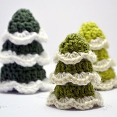 Make some cute Christmas trees for your home with these links to 4 free crochet patterns.