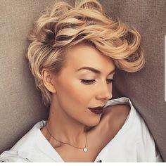 Tunsori par scurt blond pe care o sa le adori Cute Hairstyles For Short Hair, Pixie Hairstyles, Short Hair Cuts, Curly Hair Styles, Perfect Hairstyle, Hairstyles 2018, Elegant Hairstyles, Fast Hairstyles, Casual Hairstyles
