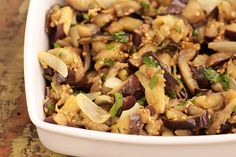 Salada morna de berinjela | Saudável e saborosa Sin Gluten, Kung Pao Chicken, Ratatouille, Eggplant, Carne, Potato Salad, Side Dishes, Stuffed Mushrooms, Food And Drink