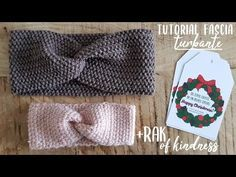 Tutorial fascia a turbante di lana all'uncinetto o a maglia + RAK of Kindness | Alessia, scrap & craft… Knitting Club, New Years Eve Party, Crochet Hats, How To Wear, Women, Poncho, Style, Hobby, Camilla