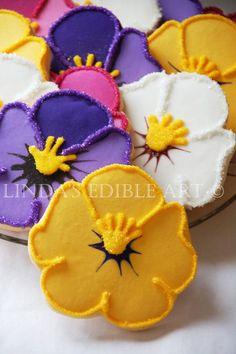 Pretty Pansies 1 Dozen di LindasEdibleArt su Etsy