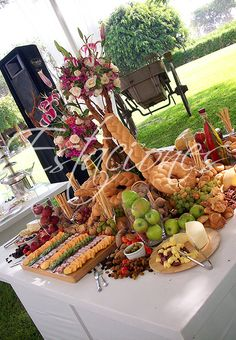Cheese Table, Cheese Trays, Buffets, Grazing Platter Ideas, Backyard Party Decorations, Italian Party, Wedding Reception Food, Grazing Tables, Food Displays