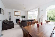 3 bedroom flat to rent in Clapham Common West Side, London SW4 - 17441089