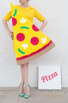yellow mini dress, and a giant pizza slice, made from carboard and paper, couples halloween costume ideas, delivery guy and pizza Halloween Pizza, Couples Halloween, Diy Couples Costumes, Food Costumes, Last Minute Halloween Costumes, Halloween Kostüm, Diy Costumes, Costume Ideas, Creative Costumes
