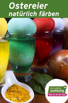 Heute werden im Handel viele Farben und Farbmischungen angeboten. Einige synthetische Eierfarben enthalten jedoch gesundheitlich bedenkliche Stoffe, die Allergien oder Pseudoallergien auslösen können. Hast du schon mal probiert die Eier mit natürlichen Pflanzenfarben zu färben? Wir zeigen dir wie es geht! Cantaloupe, Fruit, Food, Allergies, Natural Colors, Fabrics, Essen, Meals, Yemek