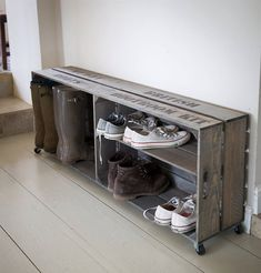 Designed to fit wellies large and small, as well as trainers and various outdoor footwear, our Shoe and Welly Crate with its vintage crate-style appeal is the ultimate in shoe storage.