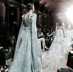 要开心 / l A Y L A Haute Couture Style, Couture Mode, Couture Fashion, Runway Fashion, Fashion Beauty, Fashion Line, High Fashion, Fashion Show, Fashion Design