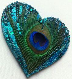 I want to do Sandra Evertson heart with peacock feathers Peacock Colors, Peacock Art, Peacock Theme, Peacock Feathers, Peacock Decor, Peacock Crafts, Feather Crafts, Feather Art, Heart In Nature
