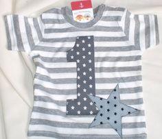 Geburtstagsshirt T-Shirt grau-weiß-gestreift Größe 80/86 mit applizierter 1 und Stern Am Hals mit zwei Druckknöpfen zu öffnen.  EINZELSTÜCK!!!