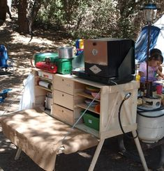 Camp Kitchen - Nice easy camp chuck box design. | www.Cooking-outdoors.com