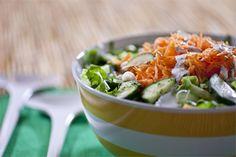 Καροτοσαλάτα με αγγούρι και σως γιαουρτιού Fresh Rolls, Cooking Recipes, Ethnic Recipes, Easy, Food, Cooker Recipes, Chef Recipes, Meals, Yemek