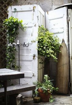 Use Old Doors as a Privacy Screen, Smart DIY Garden Privacy Ideas Outdoor Rooms, Outdoor Gardens, Outdoor Living, Outdoor Decor, Outdoor Kitchens, Indoor Outdoor, Do It Yourself Garten, Gazebos, Diy Room Divider