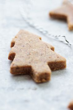 Raw Gingerbread Cookies #recipe