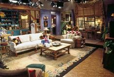 Interior design startup Modsy recreated Monica's apartment from the TV show friends and redecorated it for the modern day. Friends Scenes, Friends Set, Friends Tv Show, Friends Season, Friends Moments, Monicas Apartment, Friends Apartment, Cute Furniture, Purple Walls