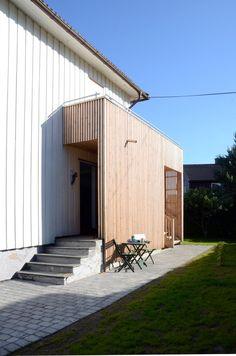 Tilbygg Haslum / Landsbyarkitektene Indoor Outdoor Living, Outdoor Decor, Curb Appeal, Home Projects, Modern Architecture, Living Spaces, New Homes, Exterior, Villa