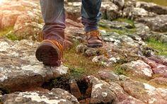 Orker du ikke trene i høstmørket? Gå deg en tur i stedet! Gåturer er ikke bare for pingler og gamle menn. Her kan du se hvor bra det faktisk er å gå.