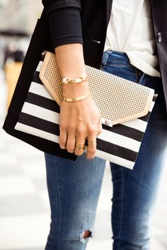 Shop Stella & Dot for jewelry, bags, accessories, and clothing for trendy women. Stella & Dot is unique in that each of our styles are powered by women for women. Shop Stella & Dot online or in stores, or become a independent ambassador and join our team! Stella Dot, Estilo Navy, Style Blog, Tote Bags, Black Envelopes, Envelope Clutch, Fashion Essentials, Black Cream, Black White