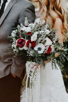 Winter Wedding Flowers, Floral Wedding, Fall Wedding, Dream Wedding, Wedding Blog, Christmas Wedding Bouquets, Wedding Reception, Wedding Colors, Wedding Rings