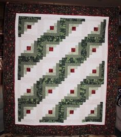 Items similar to Christmas log cabin quilt on Etsy Twin Quilt Size, King Size Quilt, Log Cabin Quilt Pattern, Log Cabin Quilts, Shirt Quilt, Quilt Top, Christmas Log, Christmas Quilting, Longarm Quilting