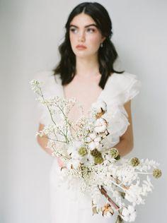 Elegant and natural bridal inspiration with organic accents and details. #bridalphotography #bridalinspiration #minimalistbrides #neutralbrides #organicweddingideas