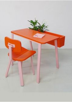 Swing wing desk