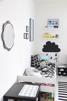 lastenhuone,mustavalkoinen,tauluhyllyt,finlayson,pilvilakanat