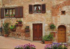 Borghi medievali in Toscana. Il borgo medievale di Certaldo Alto ... / Italy