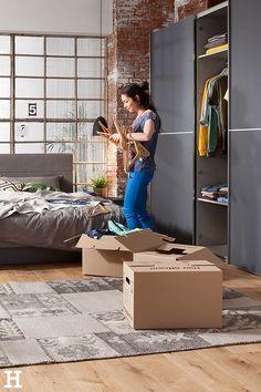 In unserem Schranksystemen findest du alle Lieblingsshirts wieder, auch wenn's mal schnell gehen muss! 😊 #meinhöffi   #höffner #hoeffner #wohnen #möbel #wohnraum #wohndesign #wohnidee #kleiderschrank Home Appliances, Pillows & Throws, Crown Molding, Interior Home Decoration, Mattress, Reach In Closet, Interior, House Appliances, Appliances