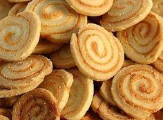 Receita de Biscoitinho Medalhão de Queijo - 1 xícara (chá) de margarina, 2 1/2 xícaras (chá) de farinha de trigo, 1 xícara (chá) de leite (aproximadamente),...