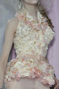 Christian Dior at Couture Spring 2010 (Details) Christian Dior Couture, Dior Haute Couture, Couture Details, Fashion Details, Runway Fashion, High Fashion, Fashion Outfits, Cristian Dior, French Fashion Designers