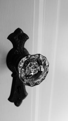 love doorknobs like this ...