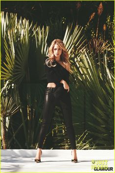 shakira covers glamour february 2014 03 Shakira sexily plays with her hair on the cover of Glamour magazine's February 2014 issue, on newsstands January 14.    Here's what the 36-year-old entertainer…