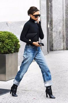 Victoria Beckham's Best Fashion Looks - Pictures of Victoria Beckham Style So. - Kadın modası - Victoria Beckham's Best Fashion Looks – Pictures of Victoria Beckham Style Source by linibea - Mode Outfits, Jean Outfits, Casual Outfits, Fashion Outfits, Fashion Trends, Fashion Bloggers, Fashion 2018, Trendy Fashion, Womens Fashion