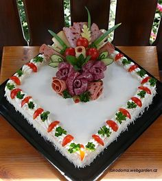 Salad Design, Food Design, Luncheon Recipes, Sandwich Torte, Buffet, Edible Crafts, Salty Cake, Food Decoration, Savoury Cake