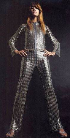 Francoise Hardy in metal-link jumpsuit by Paco Rabanne, 1968 Fashion 60s, Space Fashion, Fashion History, Vintage Fashion, Womens Fashion, Fashion Design, French Fashion, Fashion Boots, Paco Rabanne