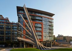 Kinetic Bridge in London Opens and Closes Like a Traditional Hand Fan - My Modern Met