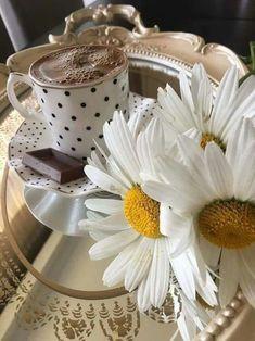 Coffee Cream, Coffee Set, Coffee Cafe, Coffee Drinks, Birthday Greeting Message, Tea And Books, Good Morning Coffee, Coffee Photography, Turkish Coffee