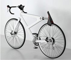 자전거 안장을 자물쇠로.