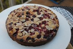 A delightful cake that is quick and easy to make and delicious to eat! The raspberries keep the cake moist and the almonds give a beautiful crunchy texture on top. Gluten Free Cakes, Gluten Free Baking, Gluten Free Desserts, Baking Tins, Baking Recipes, Cake Recipes, Dairy Free Low Carb, Almond Cakes, Almond Recipes