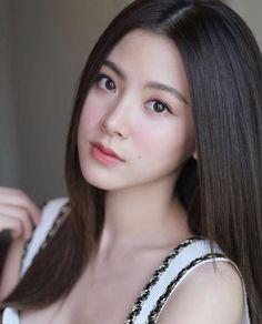 Posted by Sifu Derek Frearson Beautiful Girl Photo, Beautiful Asian Women, Summer Makeup Looks, Girl Inspiration, Cute Asian Girls, Girl Face, Pretty Face, Asian Woman, Pretty Woman