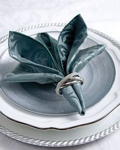 napkin folding tutorial looks like a pretty bouquet