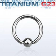 Aro cerrado de Titanio G23 con bola de 4mm. Grosor 1,6mm y distintos diámetros. Ideal como piercing de oreja o piercing de nariz, aunque tu imaginación es el límite!