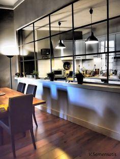 【居住性と快適性】ガラス張りの開放的なキッチン   住宅デザイン