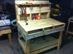 Video from YouTube with pallet ideas ; ) Pallet Work Bench