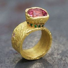 The work of French goldsmith Esther Assouline has such a primitive yet stunning aesthetic. Assouline uses a variety of techniques including the ancient art of gold chiselling to produce her unique and distinctive style. #design #handcrafted #bijoux #adornment #jewelry #jewellery #gems #contemporaryjewellery #inspiration #gold #stonesetting #ring @estherassouline