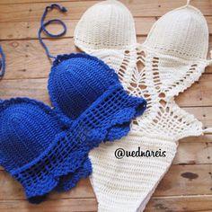 Body cor areia com bojo  e Cropped Azul Bic: Crochê e Cia feito sob encomenda via whats (75) 98129-4355. Enviamos para todo o Brasil!