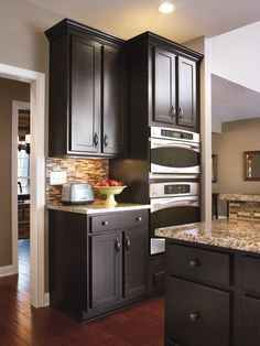 Aristokraft's modern Sarsaparilla is a deep, rich finish that offers a premium look that's in step with fashion trends.