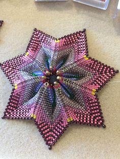Seed Bead Patterns, Peyote Patterns, Star Patterns, Beading Patterns, Beaded Christmas Decorations, Beaded Ornaments, Beading Projects, Beading Tutorials, Stars