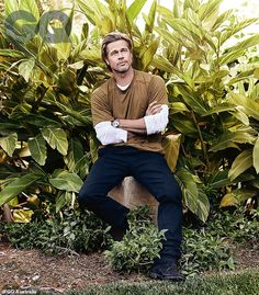 'I really believe that overall it's a younger man's game': Brad Pitt, told GQ Australia's latest issue that his place is no longer in front of the camera as he ages. Pictured in GQ Australia Brad Pitt Style, Poses Modelo, Gq Australia, Brad Pitt And Angelina Jolie, Brad Pitt Hair, Boys Day, In Hollywood, Pin Up, Ikon